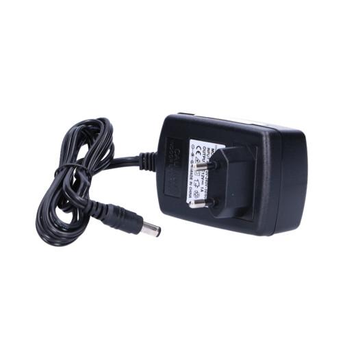 Universal 230V Steckernetzteil mit 24V / 1A Ausgangsleistung