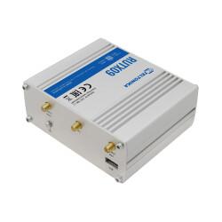 Seitliche Ansicht mit Antennenanschluss für LTE und GPS Antennen am TELTONIKA RUTX09