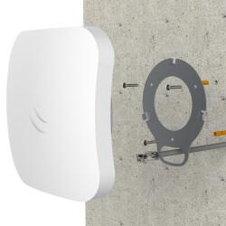 Montage Mikrotik cAP ac an einer Wand mit einem anderen Gehäuse welches im Lieferumfang enthalten ist