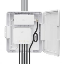 Göffnetes USW-Flex-Utility mit PoE Injector und USW-Flex